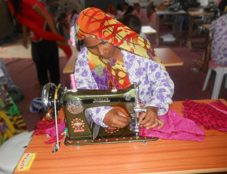 donate-sewing-machine-to-single-mother-india