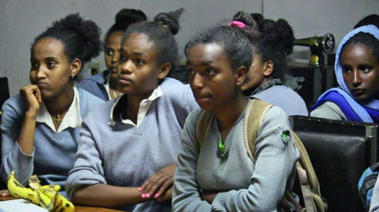 gomif-Tey-Por-Yee-100-Girls-in-Ethiopia3