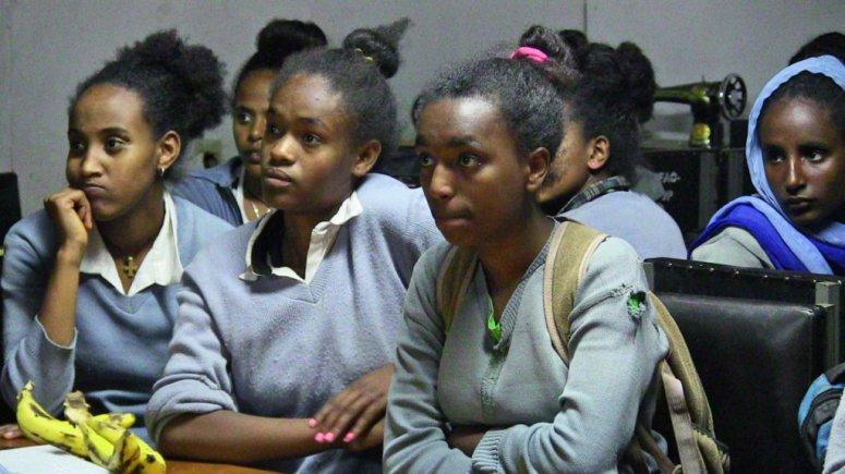 gomif-Tey-Por-Yee-100-Girls-in-Ethiopia3
